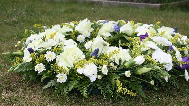 How do i organise a funeral sue ryder advice support wreath of funeral flowers solutioingenieria Gallery